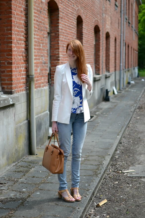 light wash jeans are perfect for summer-y looks!