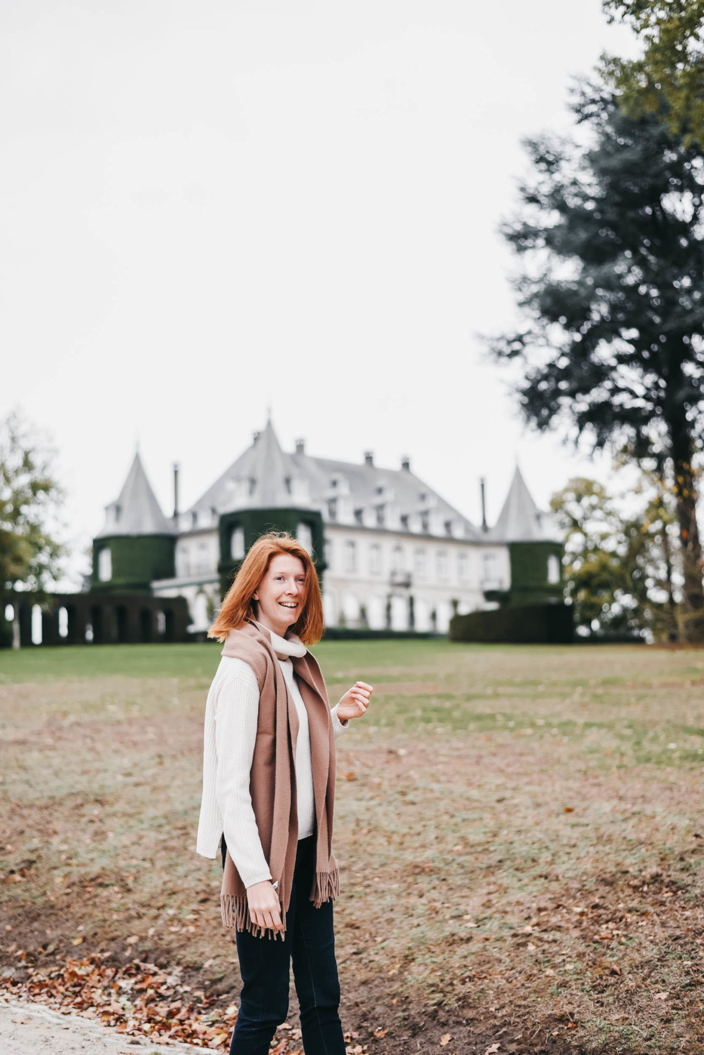 Girl in front of Château de la Hulpe Brussels