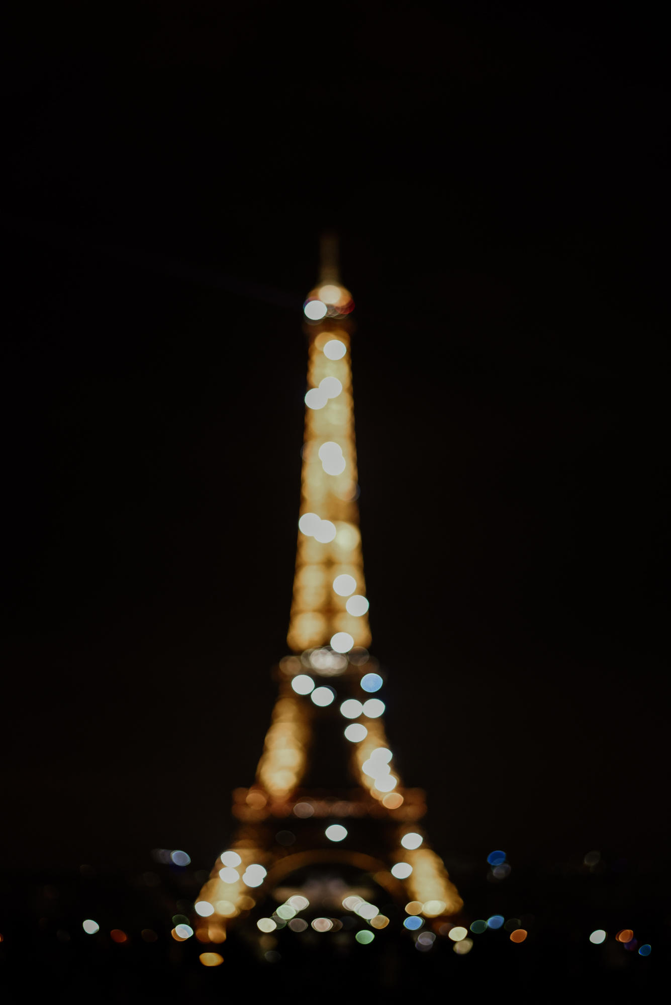 sparkling eiffel tower by night with bokeh effect