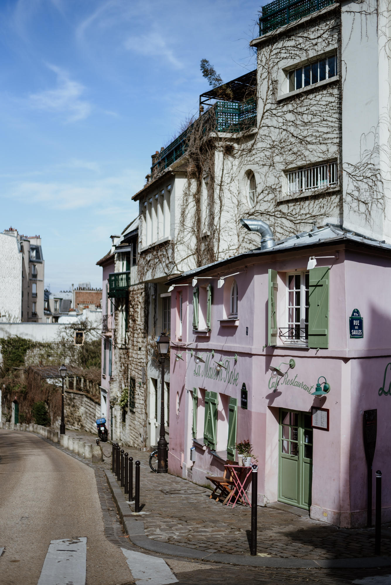 pink house in mont martre paris