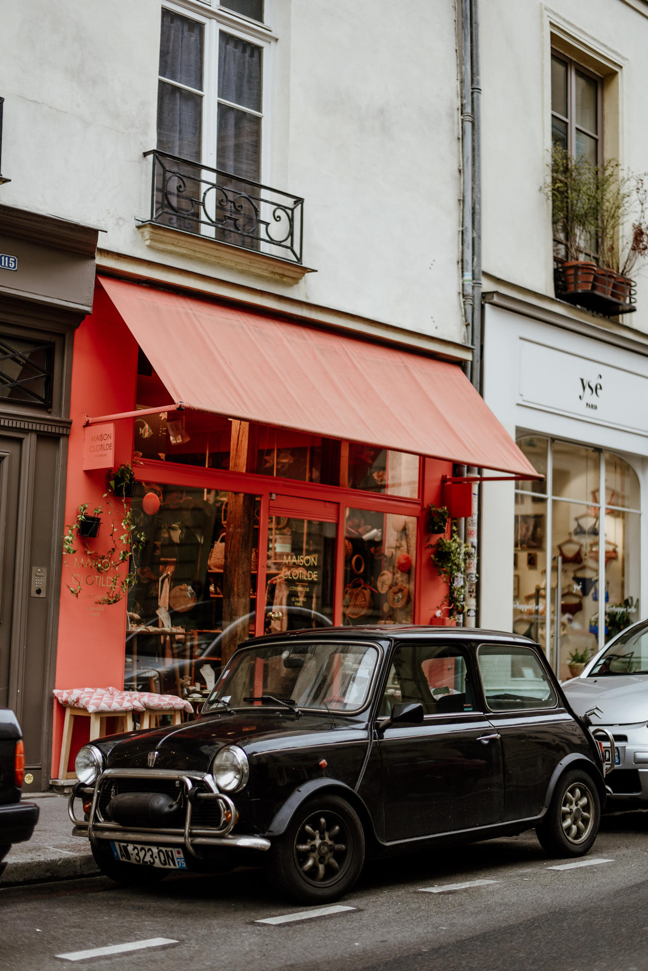 Mini cooper in Le Marais Paris