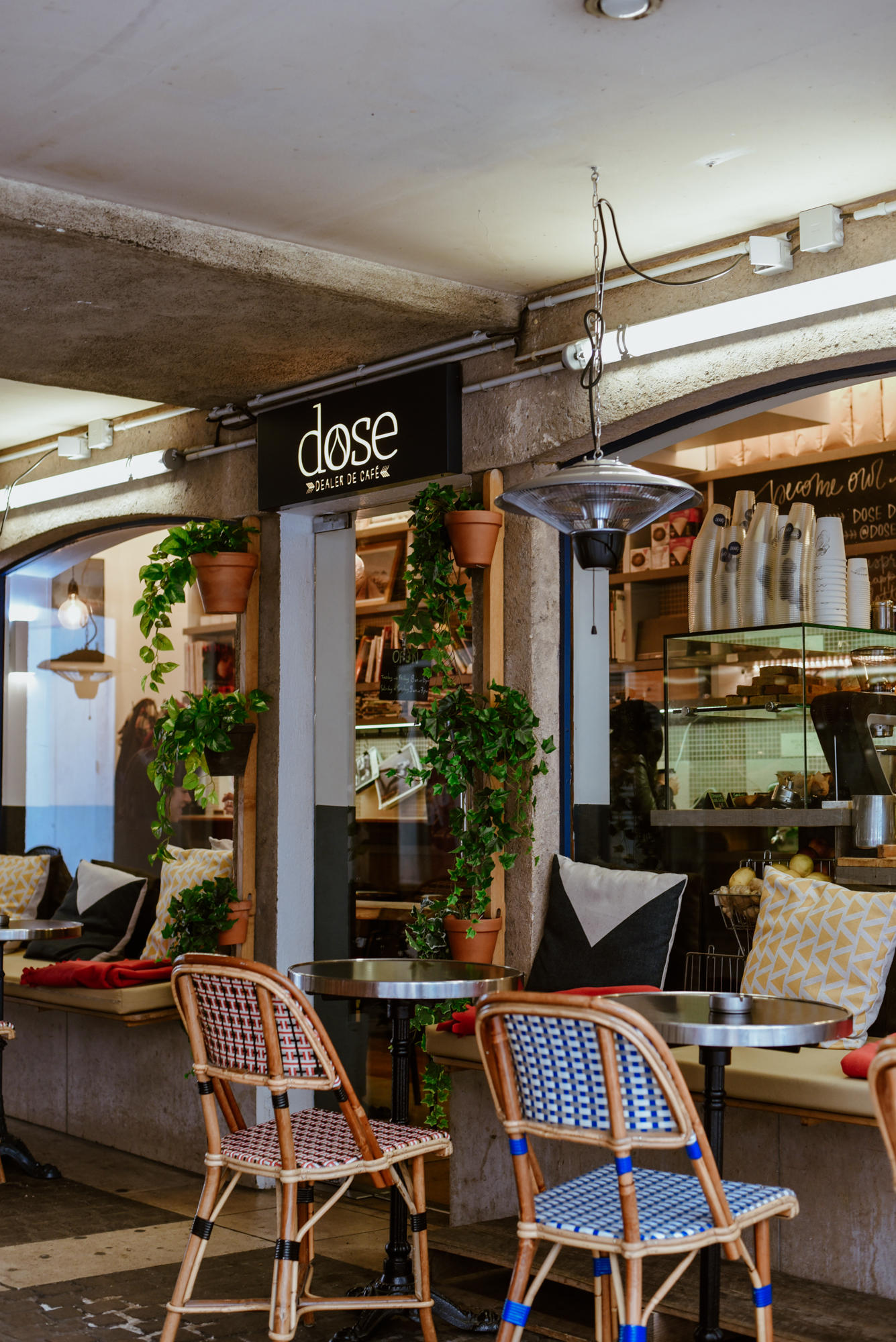 dose cafe on rue mouffetard paris